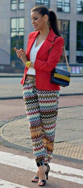 pantalon tribal coloré blazer rouge