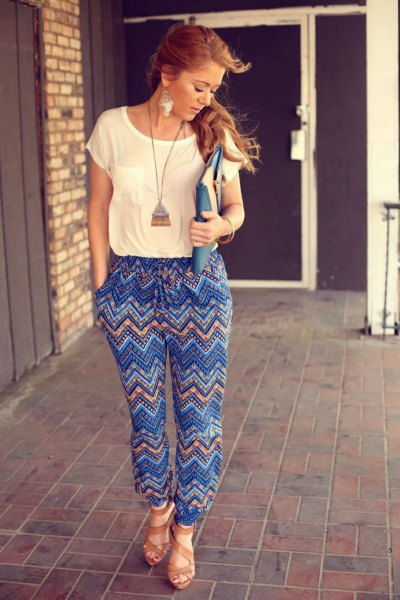 collier long boho pantalon imprimé bleu