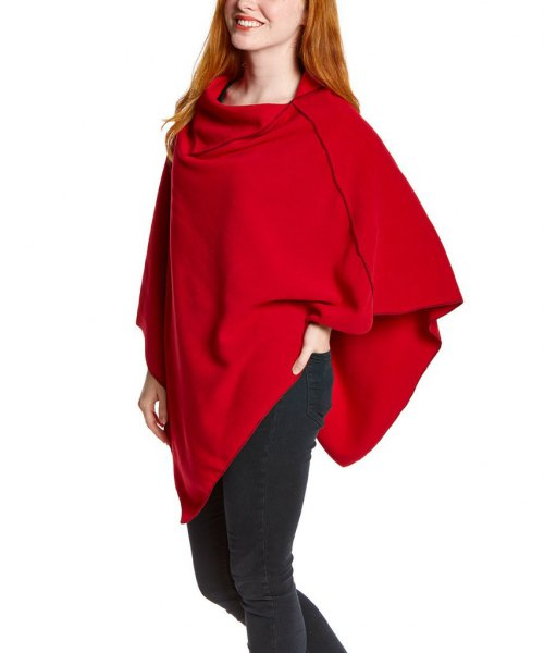 poncho polaire rouge jean skinny noir
