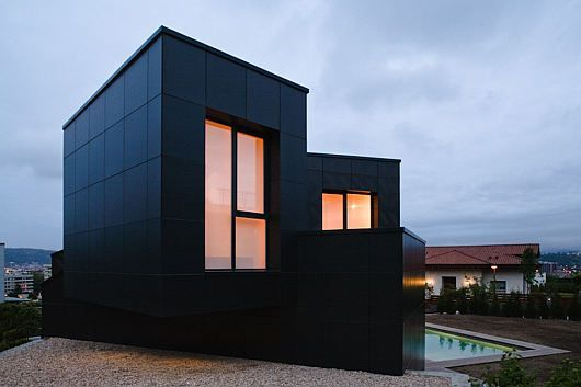 Simple-Exterior-of-Mysterious-Modern-Q-House-with-Black-Wall.jpg.