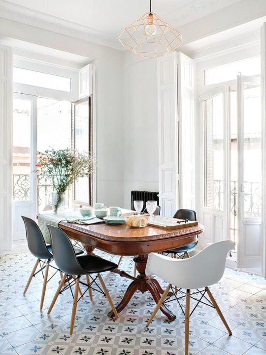 Look We Love: Table traditionnelle + chaises modernes |  Salle à manger .