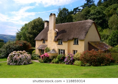Images, photos et vecteurs traditionnels de cottage anglais.