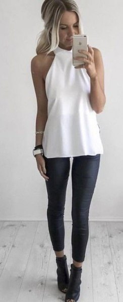 Top tunique dos nu blanc avec leggings courts noirs