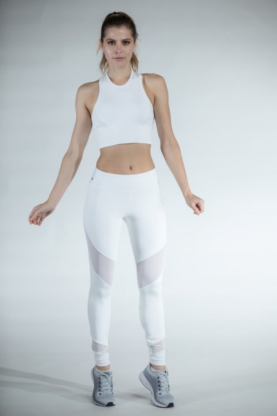débardeur court blanc avec leggings en filet