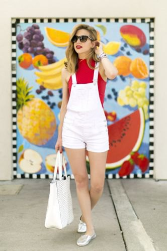 pull sans manches rouge short blanc