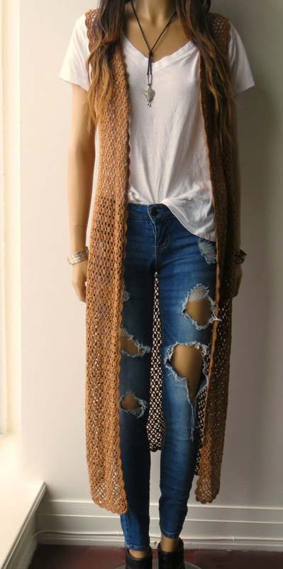 tenue de cardigan long sans manches au crochet