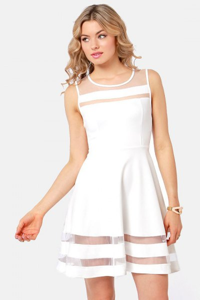 robe patineuse blanche à rayures en maille